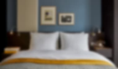 Hotel 4-Star Canalside Hotel with Trendy Bar and Restaurant