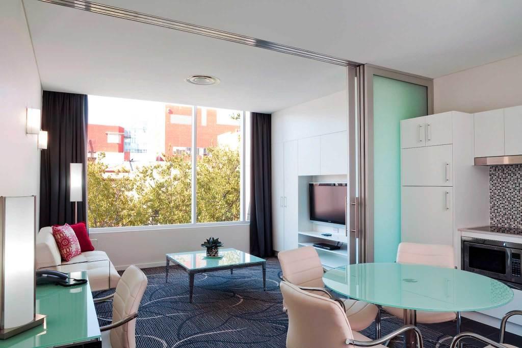 HotelAdelaide Rockford