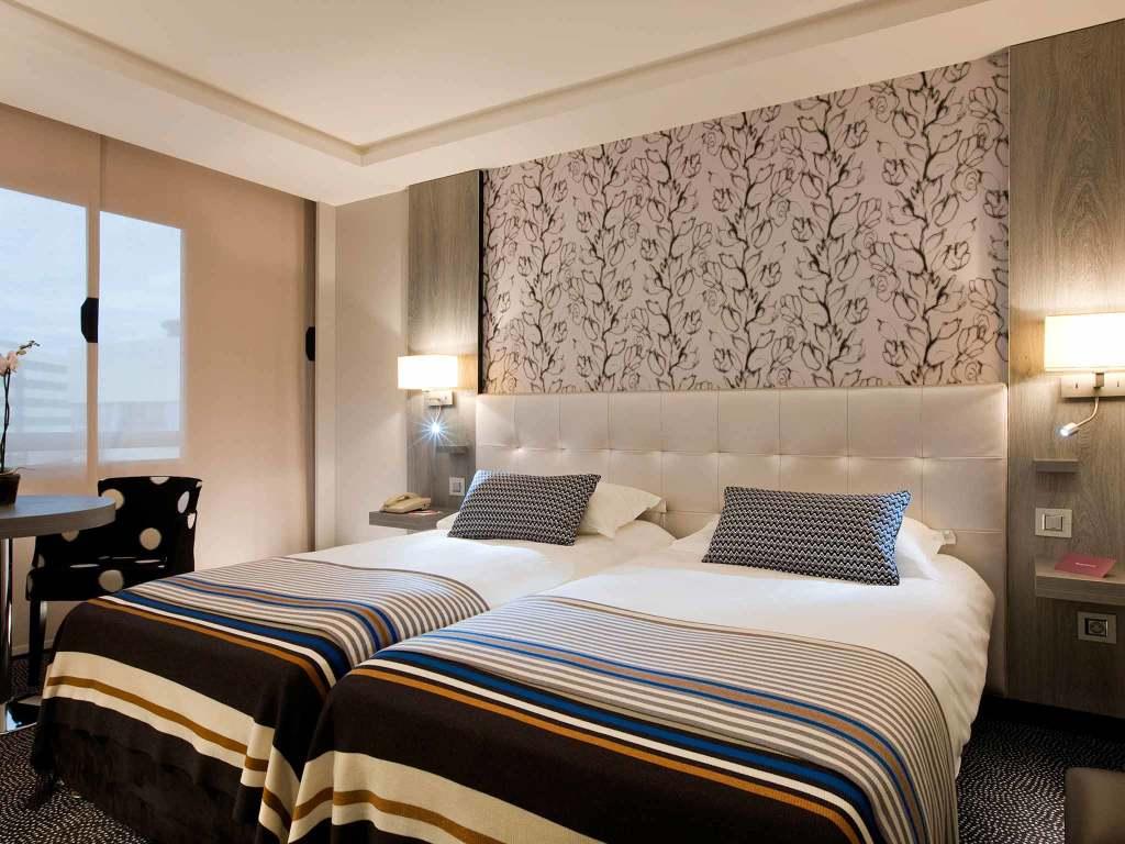 h tel dijon avec terrasse 2 enseignes partir de 89. Black Bedroom Furniture Sets. Home Design Ideas