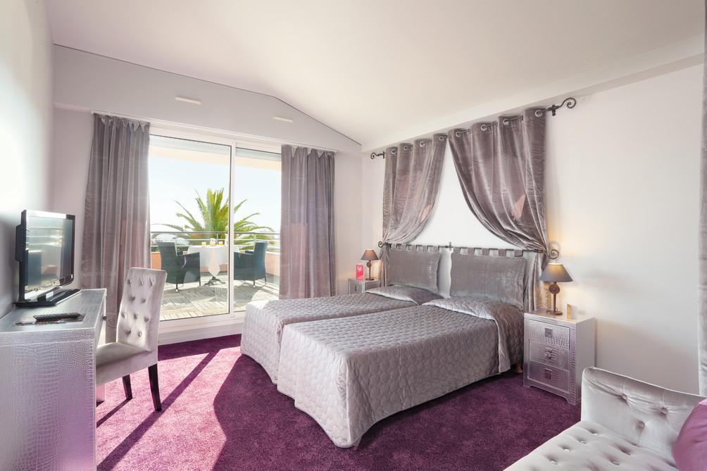 h tel cannes pas cher 2 tablissements partir de 69. Black Bedroom Furniture Sets. Home Design Ideas