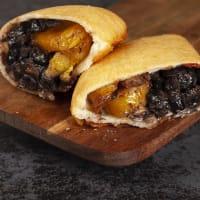 Empanada de Caraotas y Platano