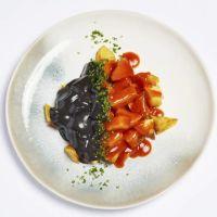 Patatas en dos salsas: brava y alioli de sepia