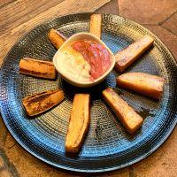 Corte de Boniato con Hummus