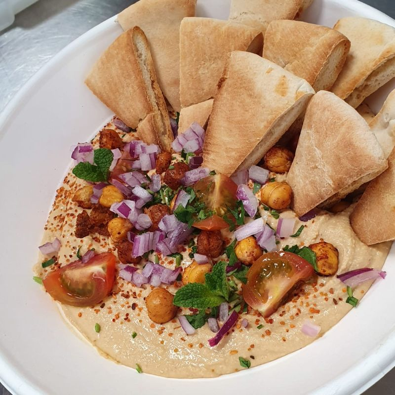Hummus con Pan de Pita Tostada