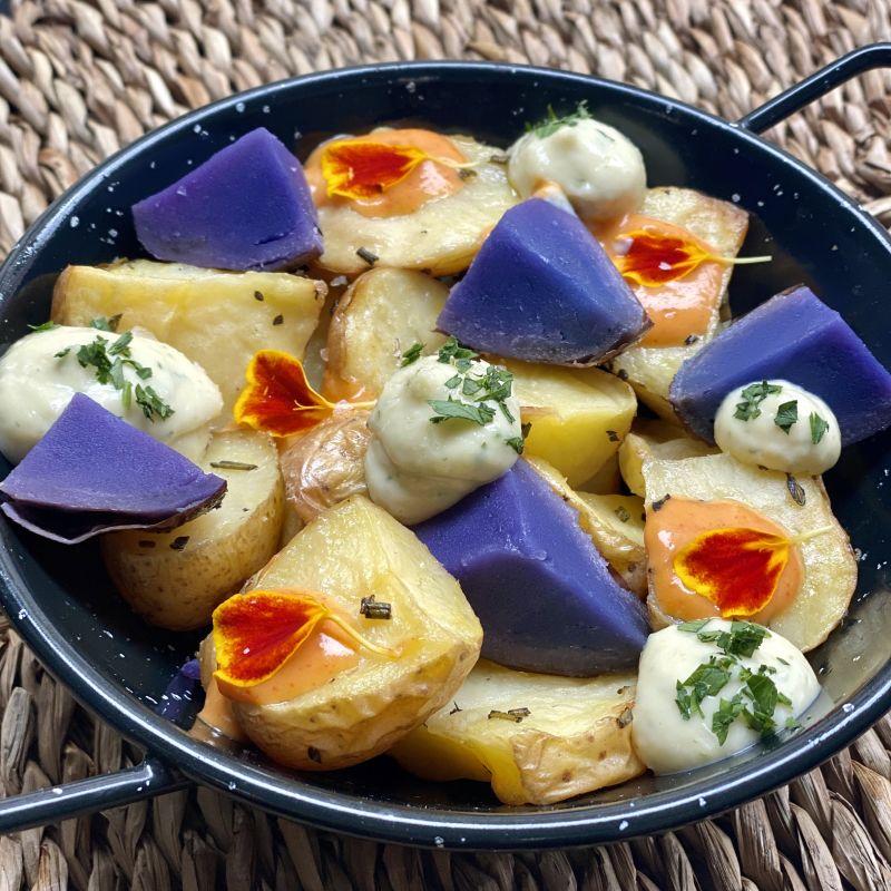 Patatas Bravas con salsa la (B)omba