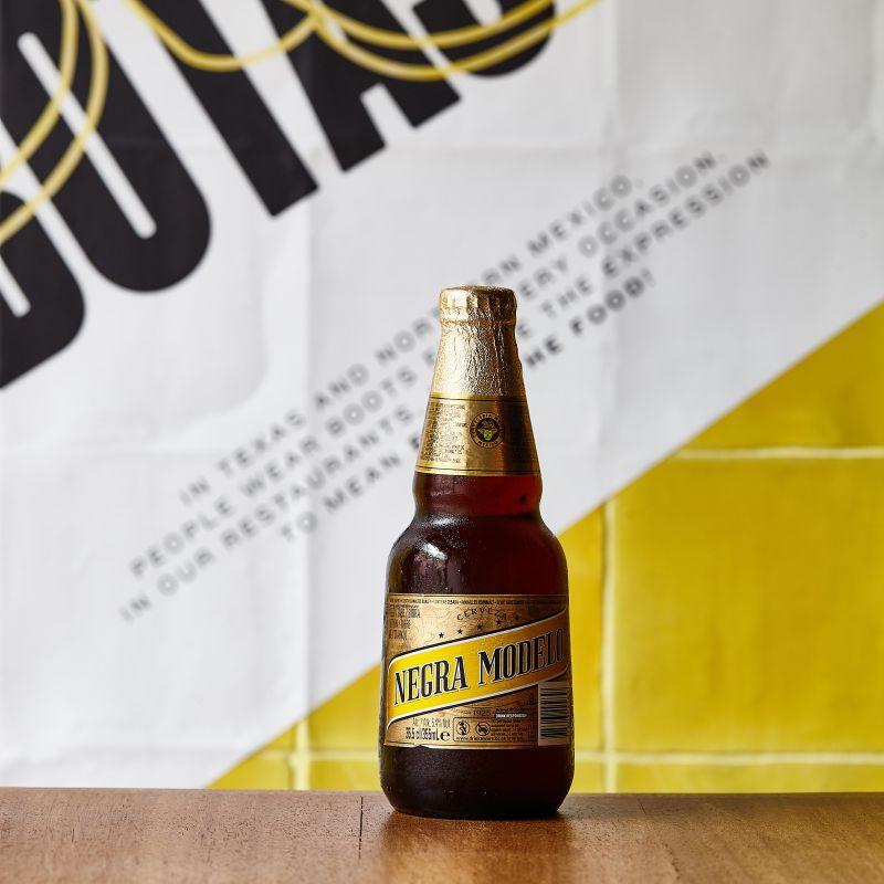 Cerveza negra Modelo 330 ml.