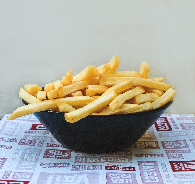 Patatas fritas cortadas a mano