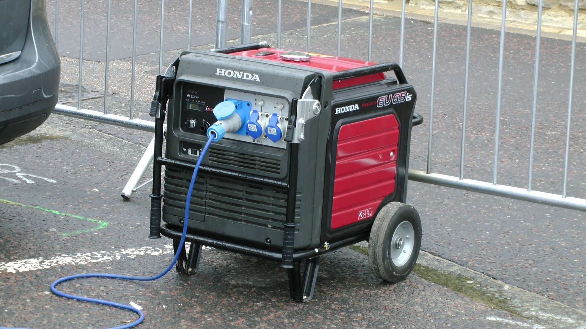 Inverter and Conventional Generator Quick Reviews