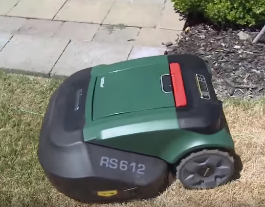 Robomow Buying Guide: The Friendly, Automatic Robotic Mower