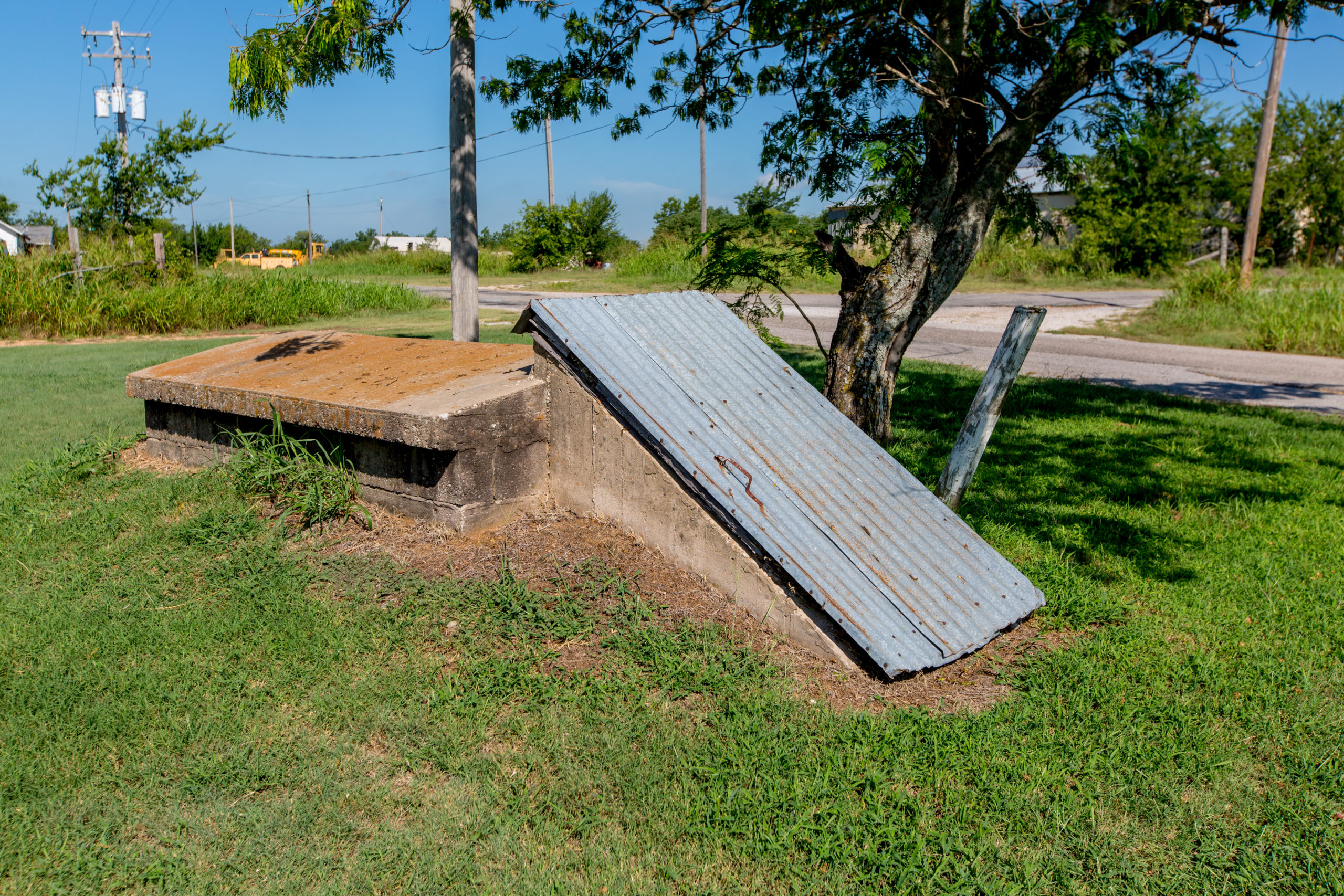 How to Build an Emergency Shelter for Your Family