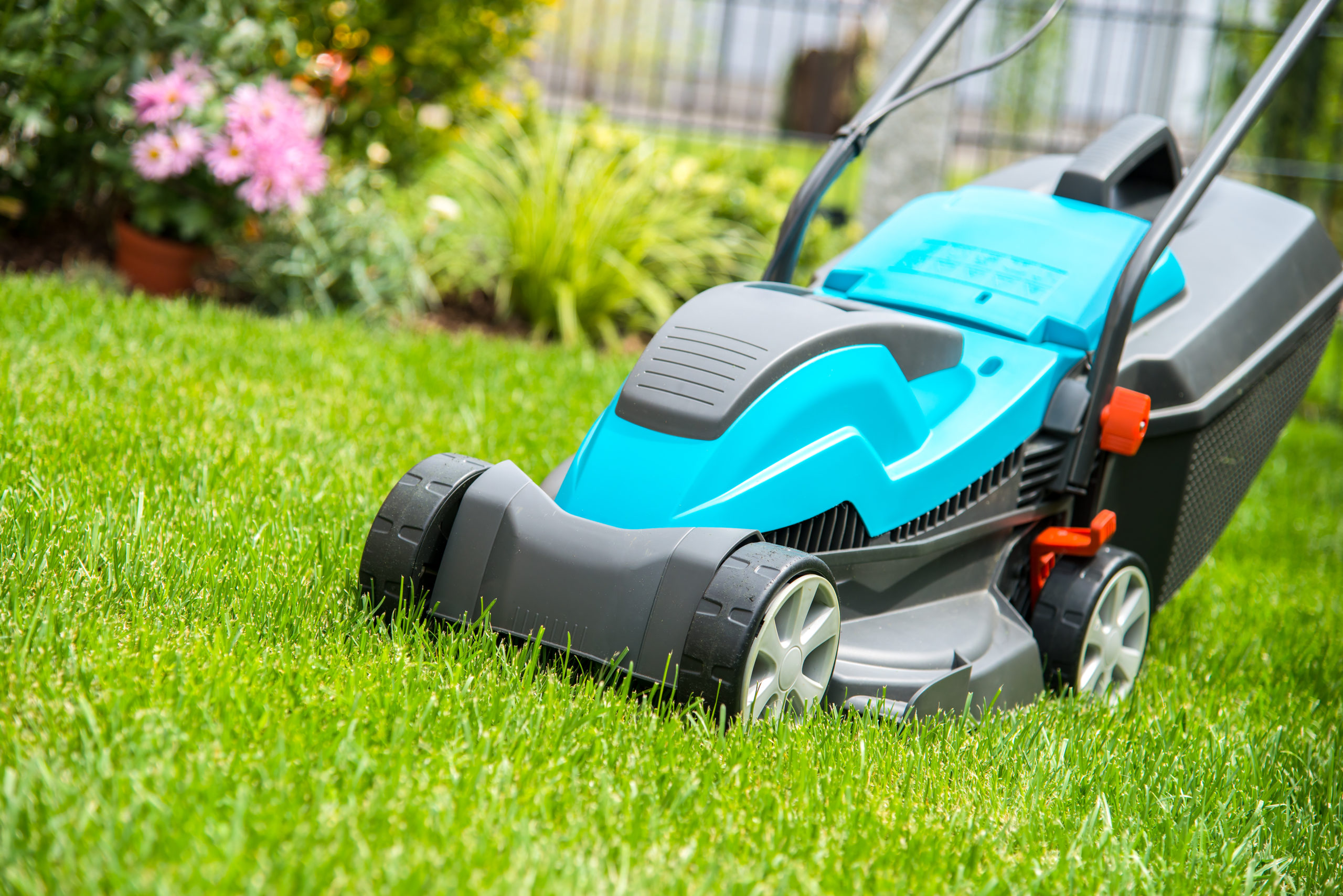 The Substantial Benefits of Switching to an Electric, Battery-Powered Lawnmower