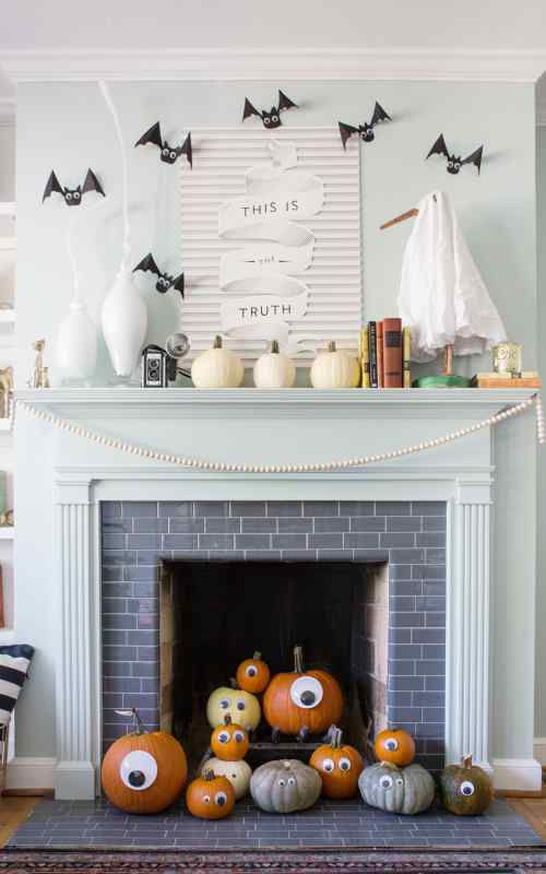cute and easy halloween mantel decor