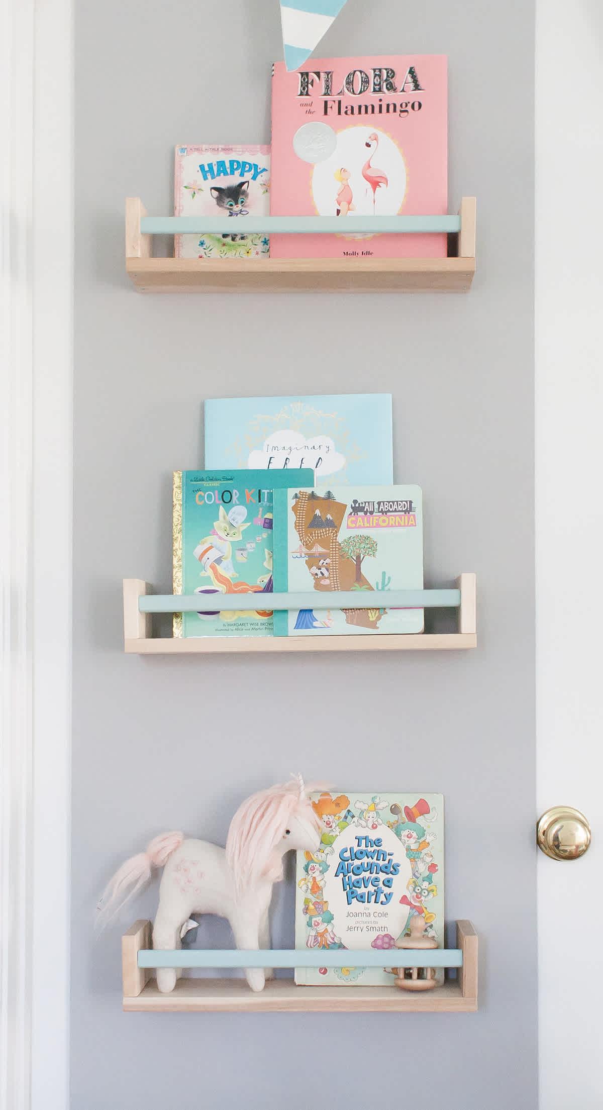 Plankje Voor Aan De Muur.Een Wandplank Aan De Kinderkamer Muur Dit Zijn De Leukste