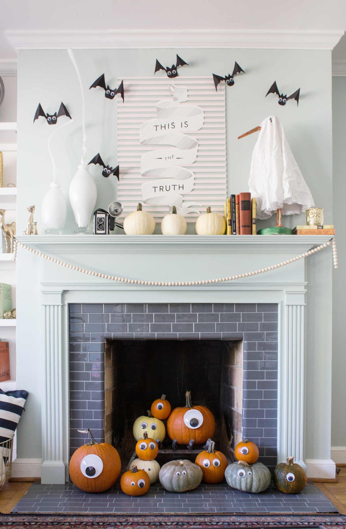 cute and easy halloween mantel decor