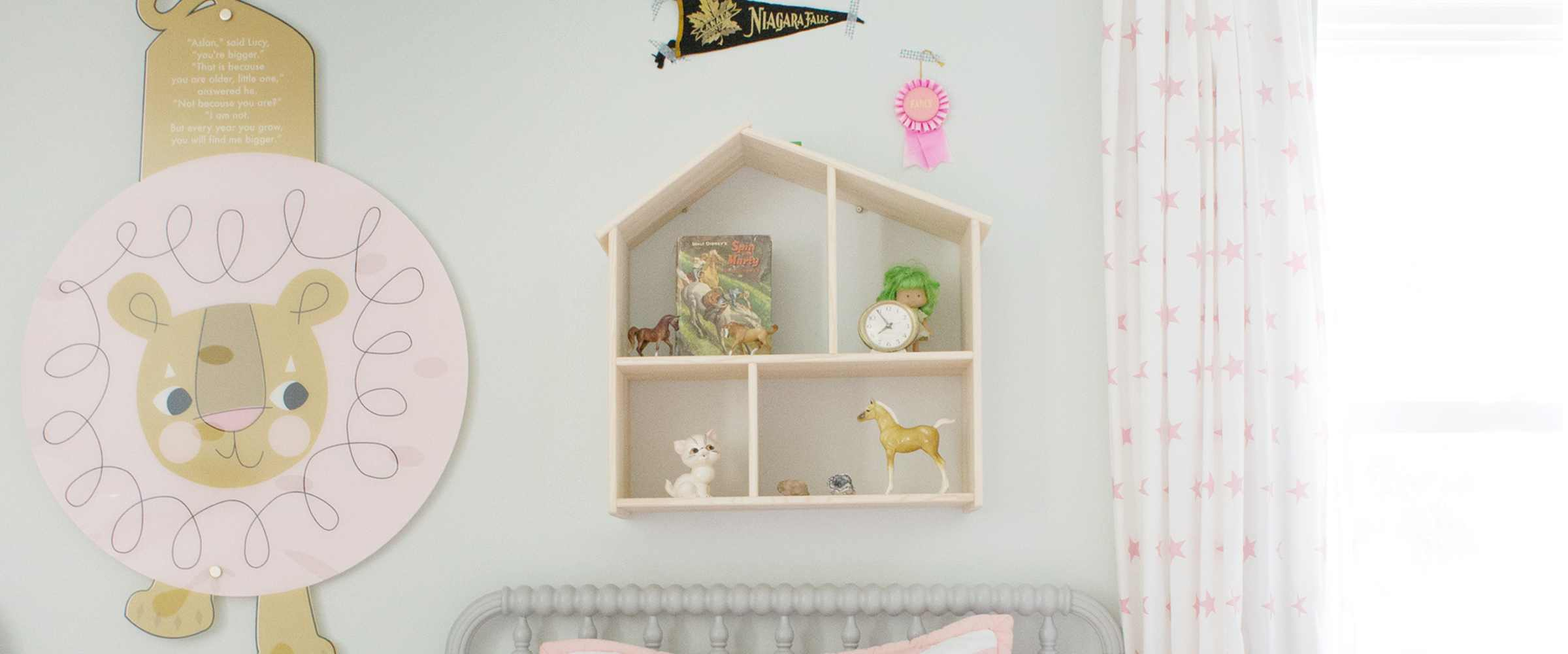 Cute Shelving to go Above a Kid's Bed