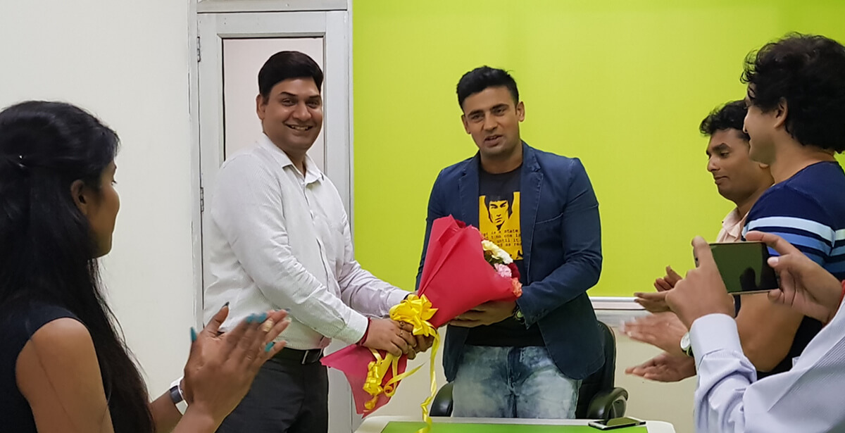 Vikas Sharma, President H2 Life Foundation, welcoming Sangram U Singh