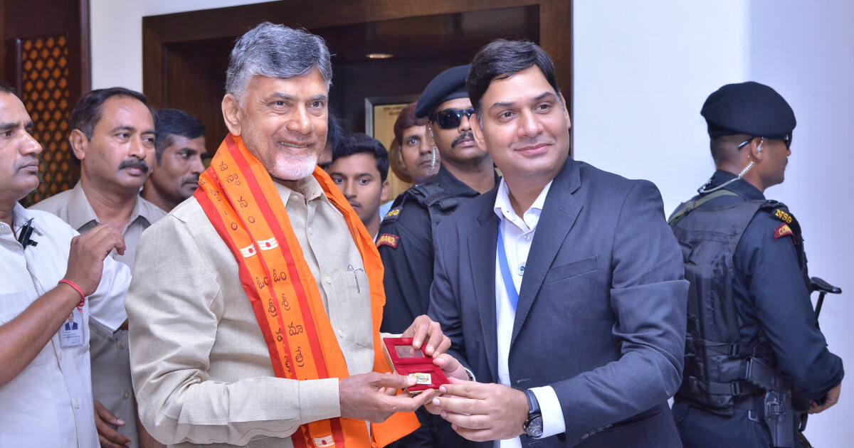 Shri Vikas Sharma, Director & Chief Executive of CSL welcoming Shri N. Chandra Babu Naidu, Hon'ble Chief Minister of Andhra Pradesh