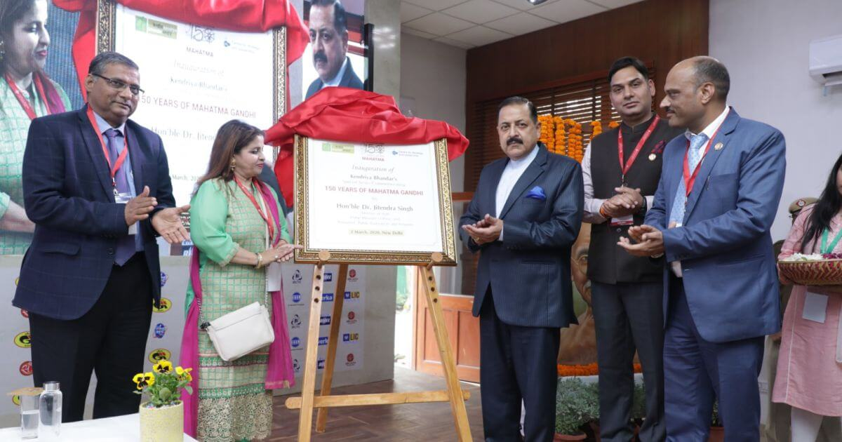Unveiling of the ceremonial plaque of the special series to commemorate 150 years of Mahatma Gandhi