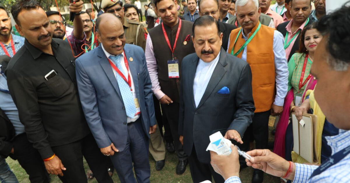 Hon'ble Dr. Jitendra Singh (MoS PMO) checking out the stall of Verka