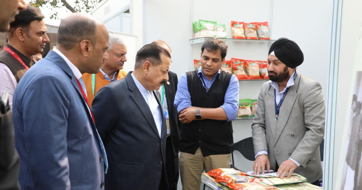 Hon'ble Dr. Jitendra Singh (MoS PMO) checking out the stall of NAFED