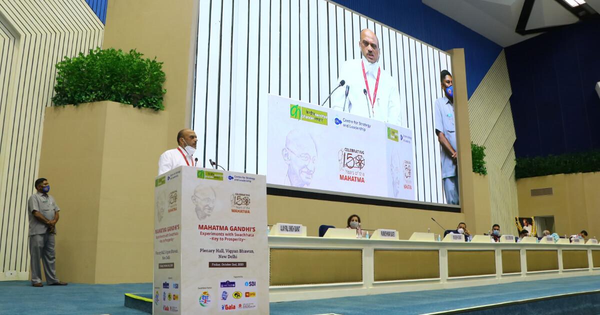 Shri Mukesh Kumar, Managing Director, Kendriya Bhandar addressing the gathering