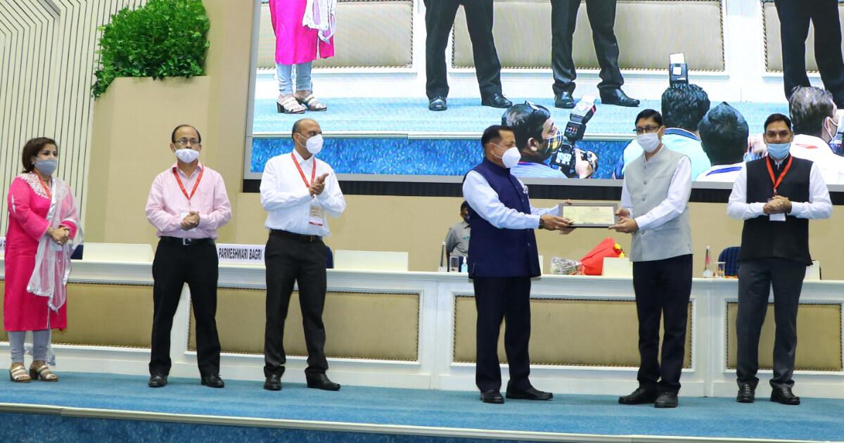 Shri Mayank Kumar Agarwal, Director General, Doordarshan being felicitated by Chief guest Hon'ble Dr. Jitendra Singh