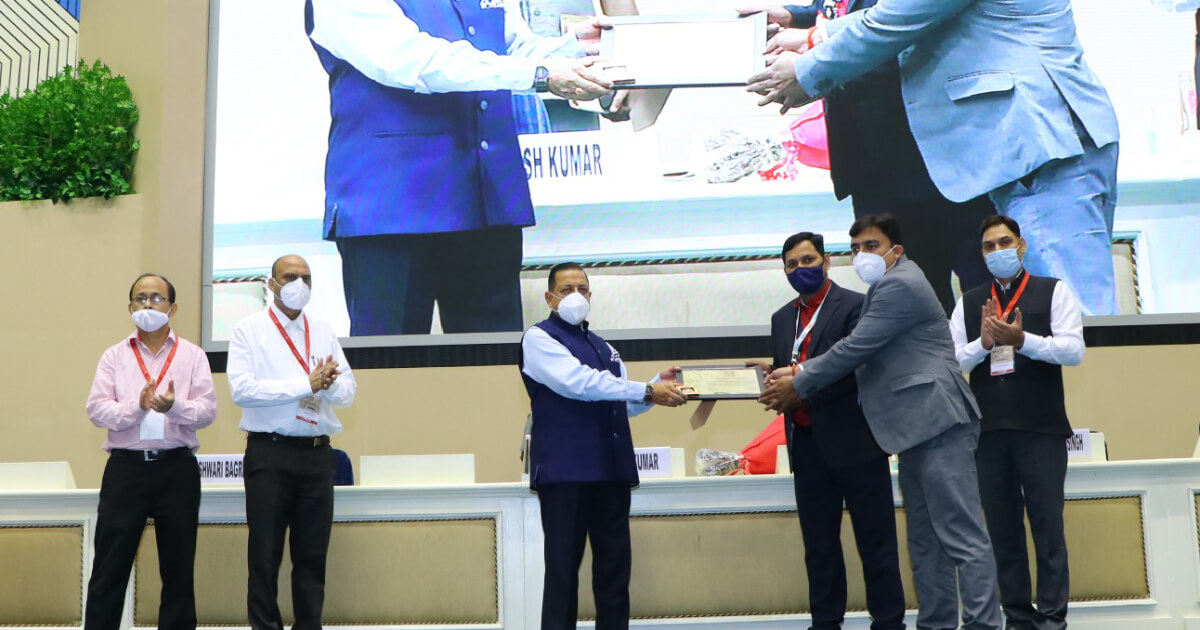 Team Gala Household Products being felicitated by Chief guest Hon'ble Dr. Jitendra Singh