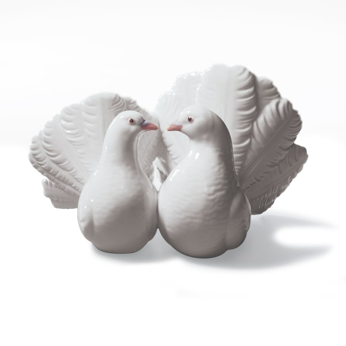 "Lladro ""Couple of Doves"" Porcelain Figurine"