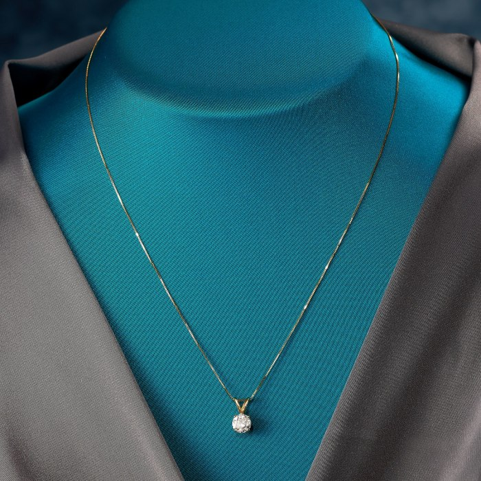 1.00 Carat Diamond Pendant Necklace in 18kt Yellow Gold