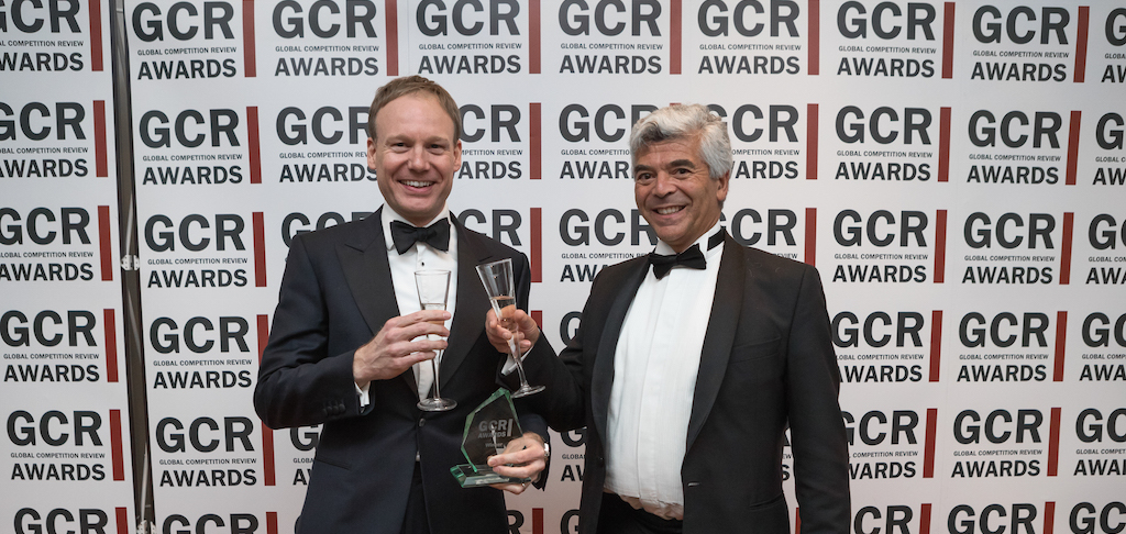 Walter Merricks v Mastercard wins Litigation – Non-Cartel Defence award. L-R: Mark Sansom and Jon Lawrence.