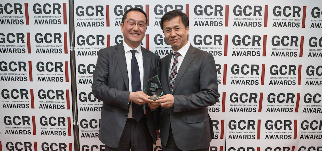 Yoon and Yang win Regional Firm of the Year - Asia Pacific. L-R: Paul Rhee and Jae Young Kim.
