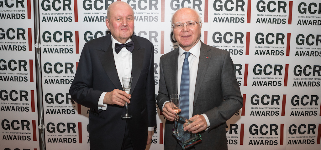 Lifetime Award winner Bruno Lasserre (right)