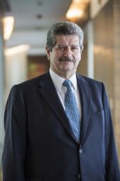 Luis R Ruiz-Gutierrez