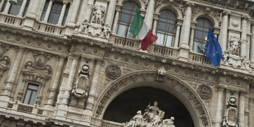 Italy speeds through bank rescue plan before EU rules apply