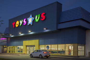 "Canadian court extends Toys ""R"" Us' protection amid US store closures row"