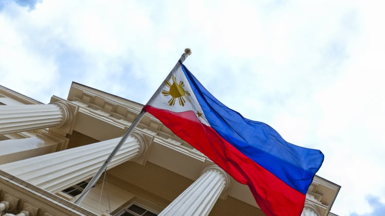Philippines strongly boosts notification threshold