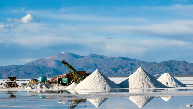 Chile's government tries to use antitrust to halt lithium deal