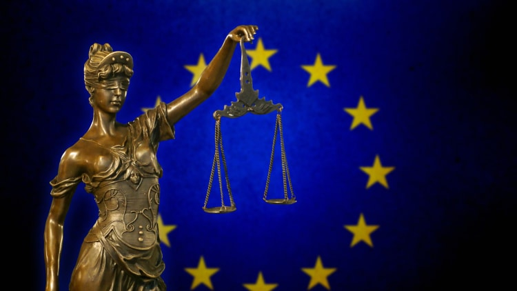 ECJ: gun-jumping requires a shift in control