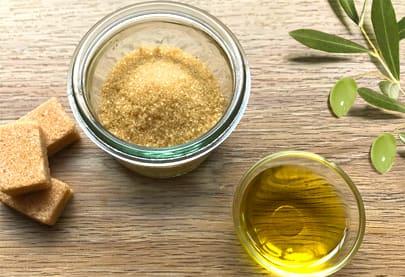 Exfoliant with sugar and Mas de la Dame olive oil