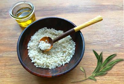 Hand scrub with Mas de la Dame olive oil
