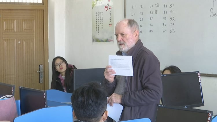 Teacher from US calls Ningxia home, 17 years on