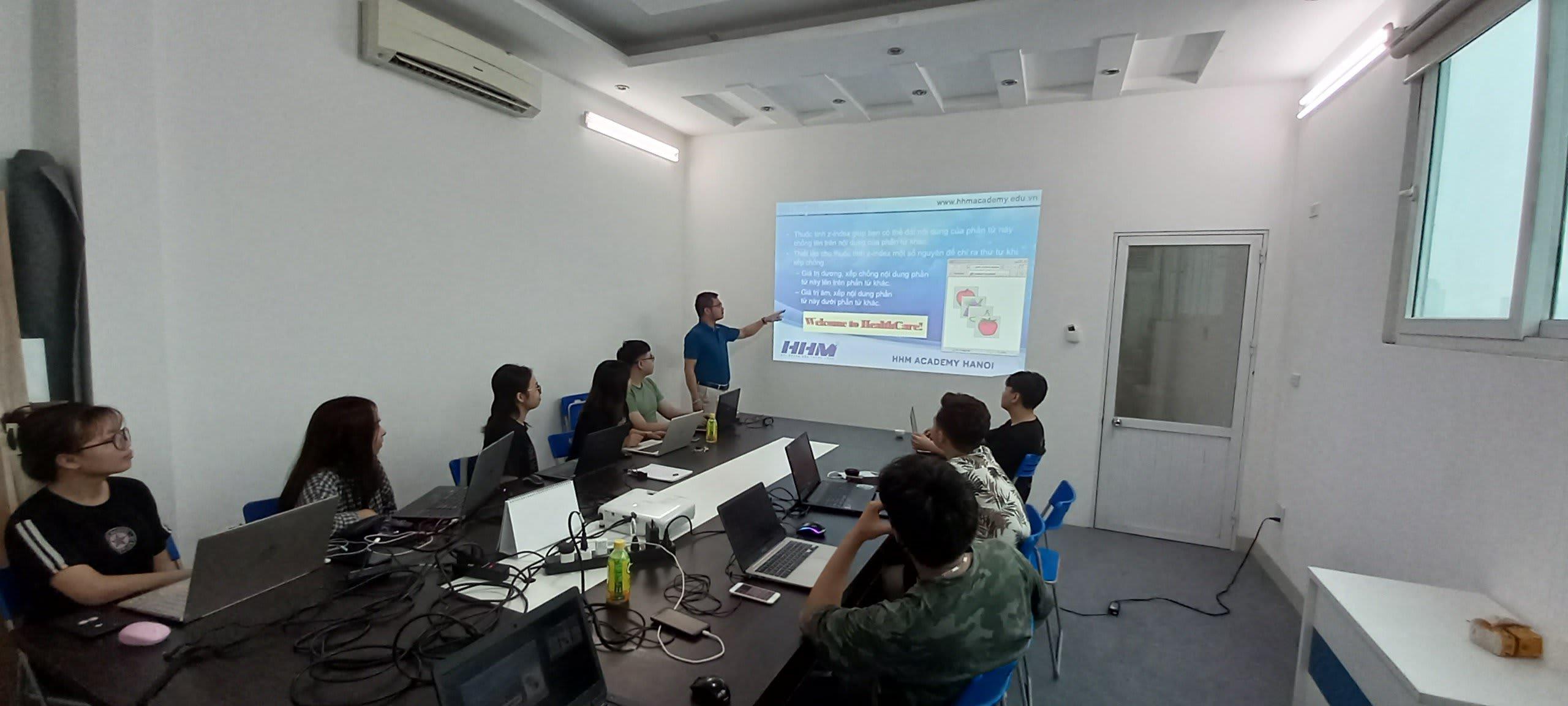 Không khí học tập trong giờ lên lớpở HHM Academy Hanoi