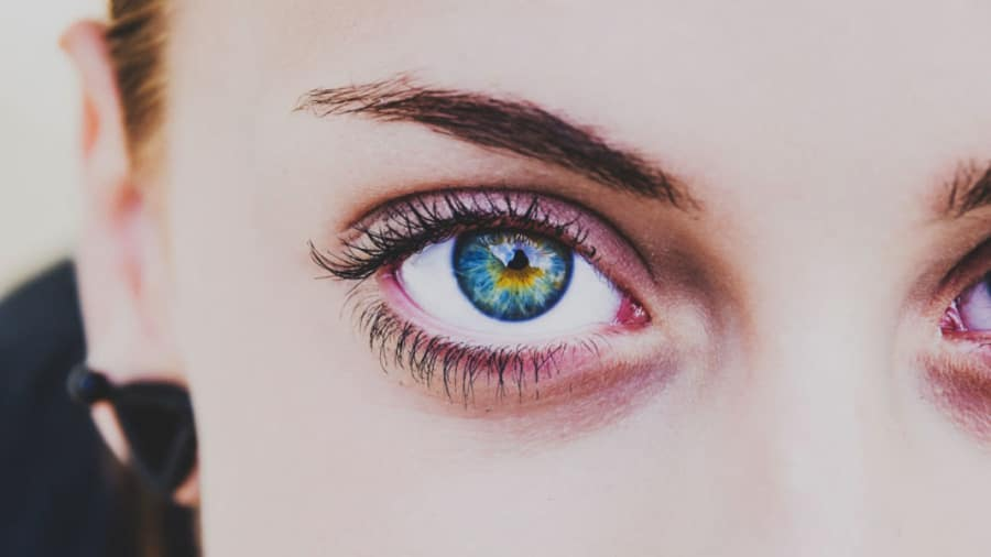 Woman with green eyes and normal eyelids