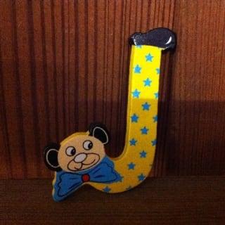 lettre J en bois couleur, petit modèle, tête ourson