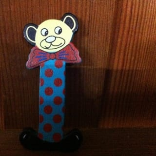 lettre I en bois couleur, petit modèle, tête ourson