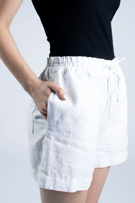 Cutcouturekit Kathy linen draw string shorts side view