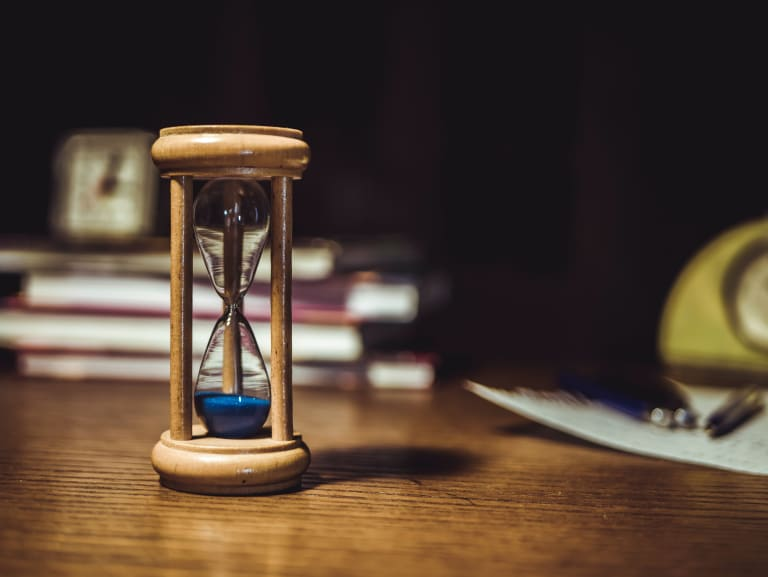 An hourglass as an analogy for performance