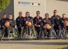 Neue Shootingshirts fuer die Rollstuhlbasketballmannschaft