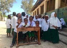 Jedes Kind sollte eine Schulbank haben - Das Schulbankprojekt