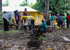 Baumaterial für ein neues Klassenzimmer in Mungooni